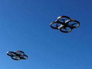 Parrot AR.Drone 2.0 in flight. Photo by Halftermeyer (Wikimedia commons)