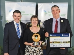 John and Catherine Ford with Primary Industries Minister Nathan Guy, winners of the 2015 Gordon Stephenson trophy.