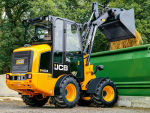 Loader extra compact even with a cab