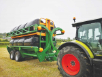 Award-winning round bale chaser with a capacity of 16 bales.