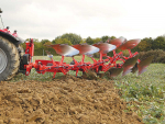 The Vari Master plough's system automates furrow entry and exit in order to achieve a straight entry and exit – regardless of working conditions and shape of the plot.