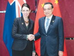 Jacinda Adern with Chinese Premier Li Keqiang at the Summit.