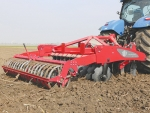 Multidisc tillage tool uses little power