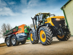JCB's new Fastrac 8330 exactly that