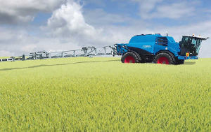 The new Nova range offers tank volumes of 4800 or 7200L and working widths from 24 to 39m.