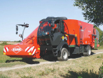 Self-propelled mixer wagons saves time when feeding large herds