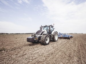 A new stylish cab (below left) is the most striking feature of the new Valtra T series.